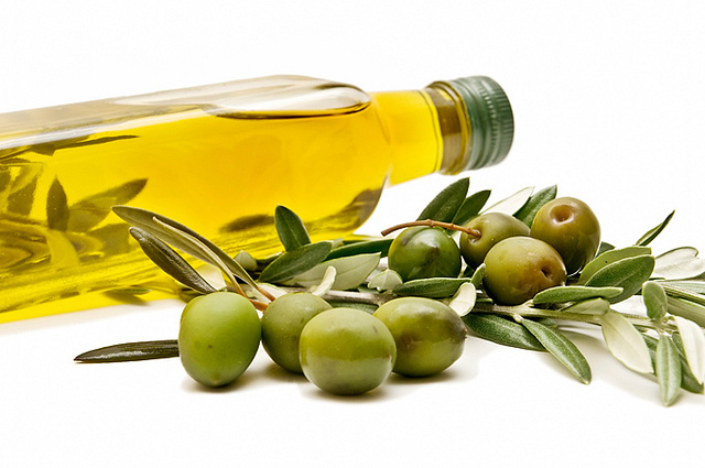 3. Eat too many oils and bad fats Another food that makes its way from the SAD diet to a vegan diet is oils. These oils and fats may be vegan but they are still bad for you. I suggest you only keep the very best types of oils and fats in your kitchen and throw the rest out. Some of the good ones are extra virgin seed oils, coconut oil, avocado and nuts.