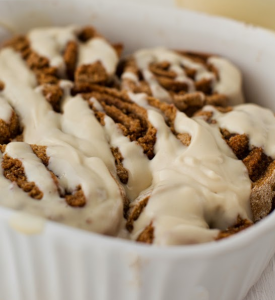 how to make vegan cinnamon rolls with cream cheese frosting
