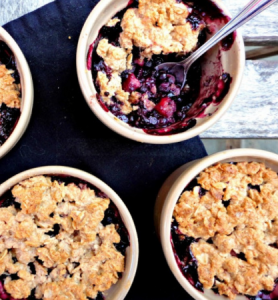 how to make vegan maple blueberry apple crumble
