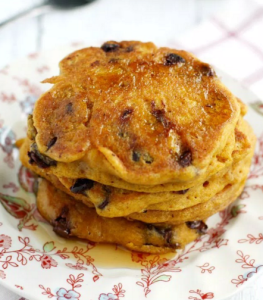 how to make vegan pumpkin chocolate chip pancakes