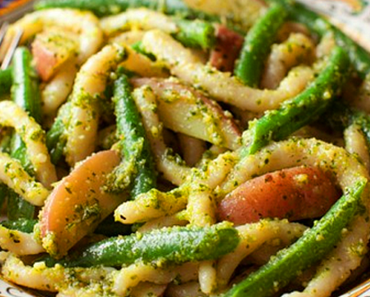 how to make vegan pesto pasta with green beans and potatoes recipe 370x297 - Vegan Pesto Pasta With Green Beans And Potatoes