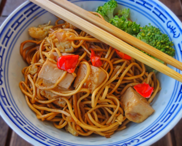 Vegan Singapore Noodles With Fried Tofu 370x297 - Vegan Singapore Noodles With Fried Tofu