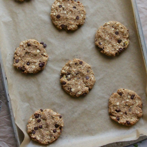 how to make vegan salted chocolate chip oatmeal cookies