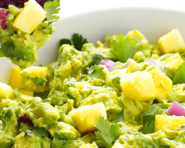 how to make vegan chunky pineapple guacamole recipe 370x297 - Vegan Chunky Pineapple Guacamole