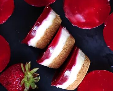 vegan strawberry cheesecake recipe 370x297 - Vegan Strawberry Cheesecake Bites