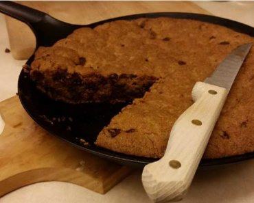 giant skillet chocolate chip cookie 370x297 - Giant Skillet Vegan Chocolate Chip Cookie